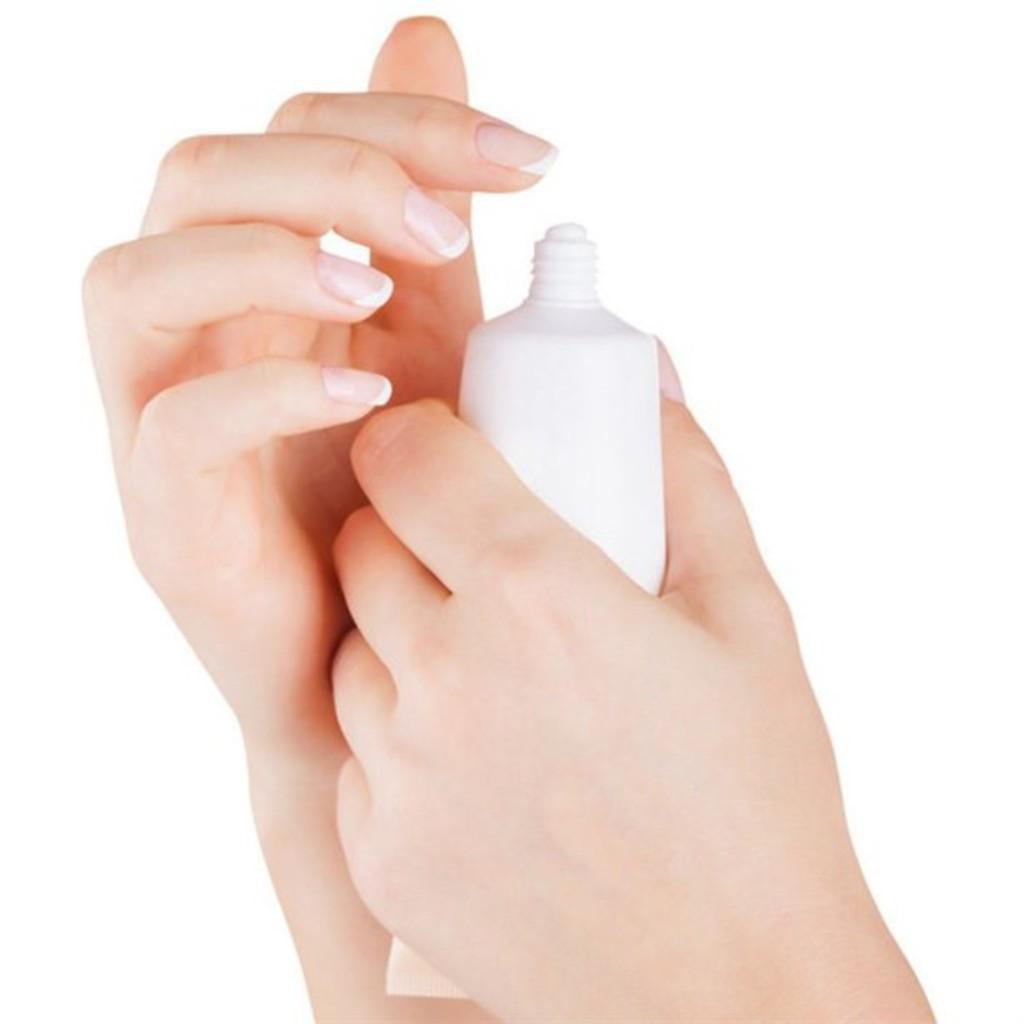 Мазать ногти зубной пастой